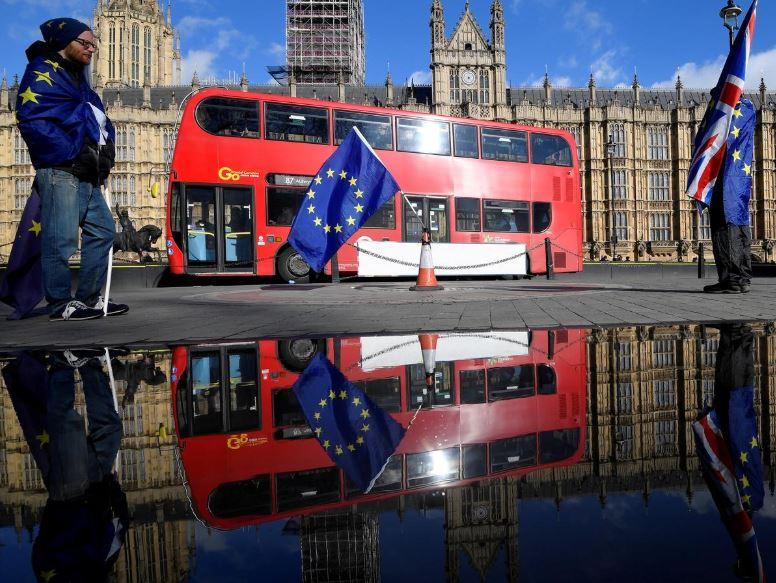 Anh và EU đã ký kết thỏa thuận Brexit, hai quan chức của khối cho biết