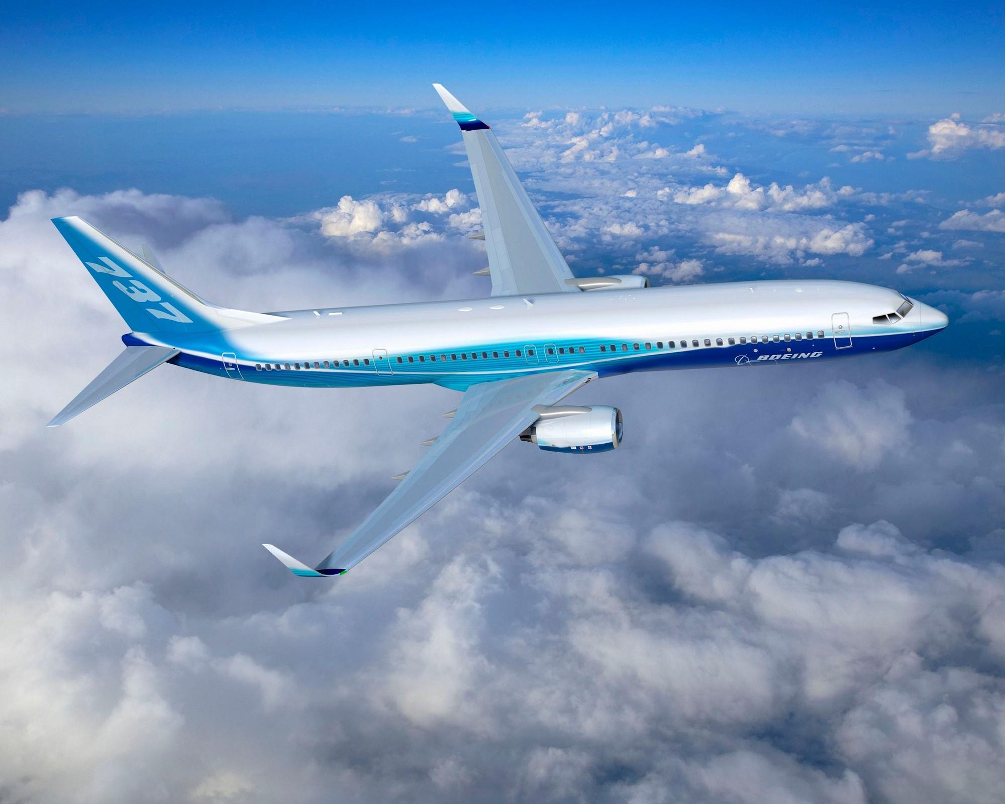 Một Chiếc Boeing 737-900 đang Bay.